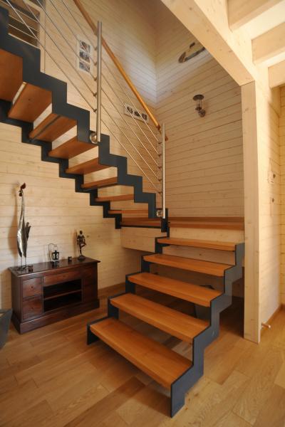 Construction d 39 une maison en bois massif colleville for Interieur maison bois massif