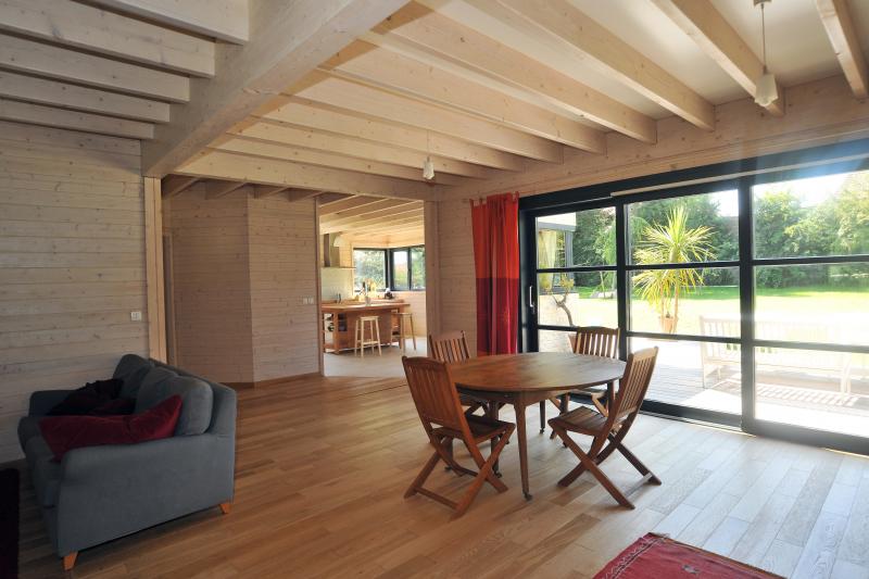 Maison en bois massif colleville calvados maisons d for Plan interieur maison en bois