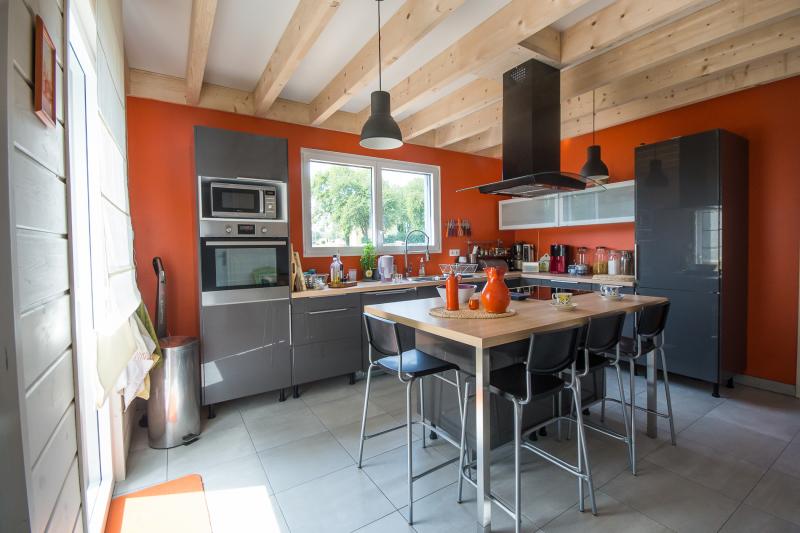 maison interieur bois intrieur unique maison en bois. Black Bedroom Furniture Sets. Home Design Ideas