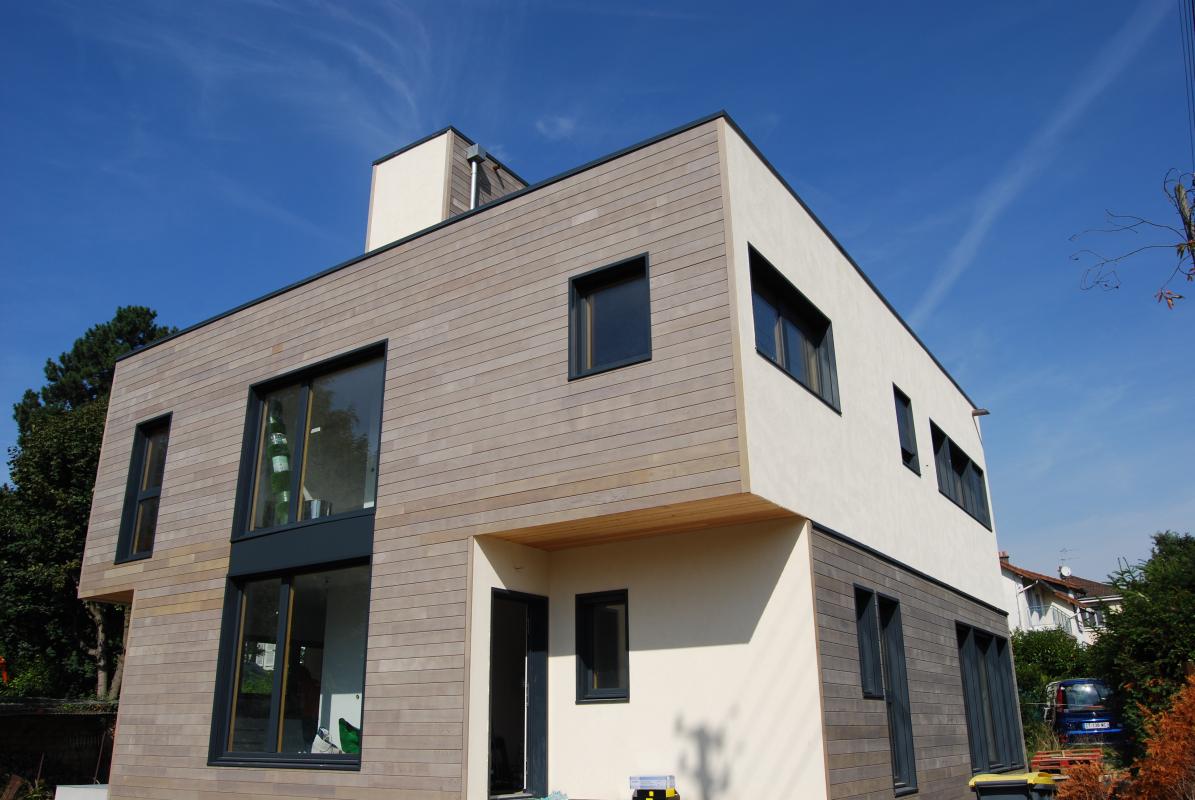 Maison en ossature bois fabrication sybois dans les yvelines maisons d 39 int rieur caen for Construction en bois var
